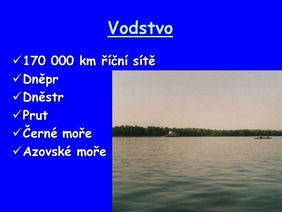 Vodstvo 170 000 km říční sítě 170 000 km říční sítě Dněpr Dněpr Dněstr Dněstr Prut Prut Černé moře Černé moře Azovské moře Azovské moře