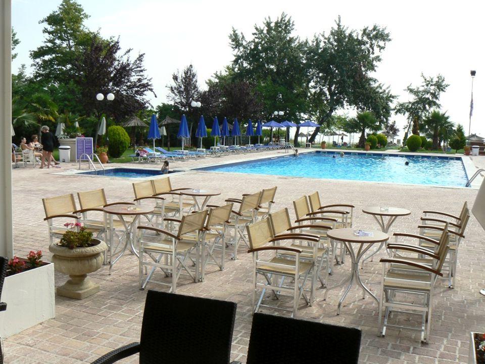 Taková normální dovolená v Řecku, jako vždy… …krásný hotel… …krásný bazén…