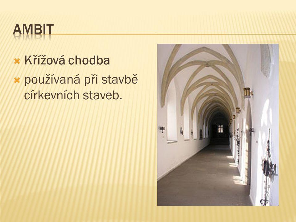 Křížová chodba  používaná při stavbě církevních staveb.