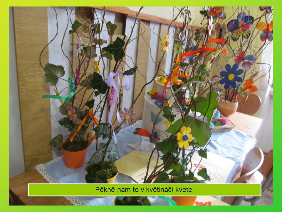 Na druhém stanovišti si vyrobíme jarní květináč.