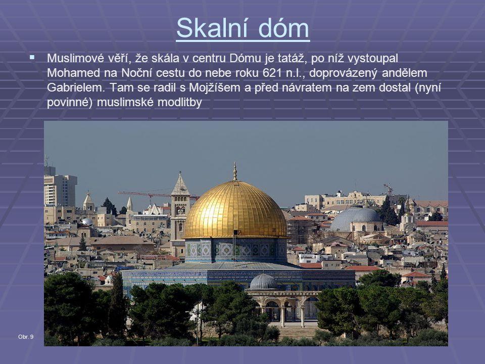 Skalní dóm   Muslimové věří, že skála v centru Dómu je tatáž, po níž vystoupal Mohamed na Noční cestu do nebe roku 621 n.l., doprovázený andělem Gabrielem.
