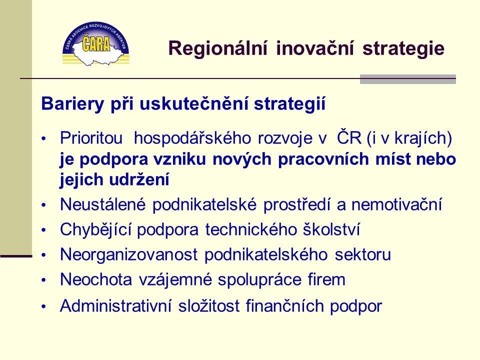 Bariery při uskutečnění strategií Prioritou hospodářského rozvoje v ČR (i v krajích) je podpora vzniku nových pracovních míst nebo jejich udržení Neustálené podnikatelské prostředí a nemotivační Chybějící podpora technického školství Neorganizovanost podnikatelského sektoru Neochota vzájemné spolupráce firem Administrativní složitost finančních podpor Regionální inovační strategie
