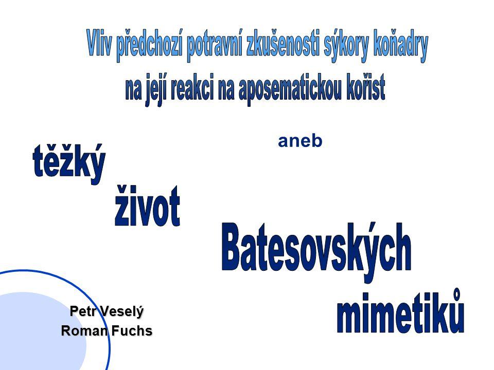 """Východiska řada pokusů srovnávající aposematickou a uměle """"odaposematizovanou variantu nepoživatelné kořisti odstraněno jen výstražné zbarvení (zůstává celkový vzhled, chemická obrana) opačná možnost přidat výstražné zbarvení na poživatelnou kořist (je jedinou ochranou) tedy vyrobit Batesovského mimetika"""