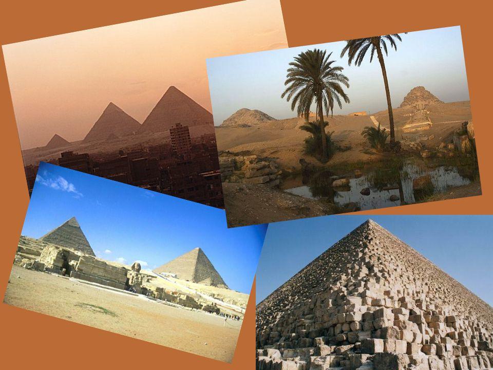 Stavění pyramid Pyramidy byly nejprve stavěny z hliněných cihel, později z velkých kamenných bloků.Pyramidy byly nejprve stavěny z hliněných cihel, po