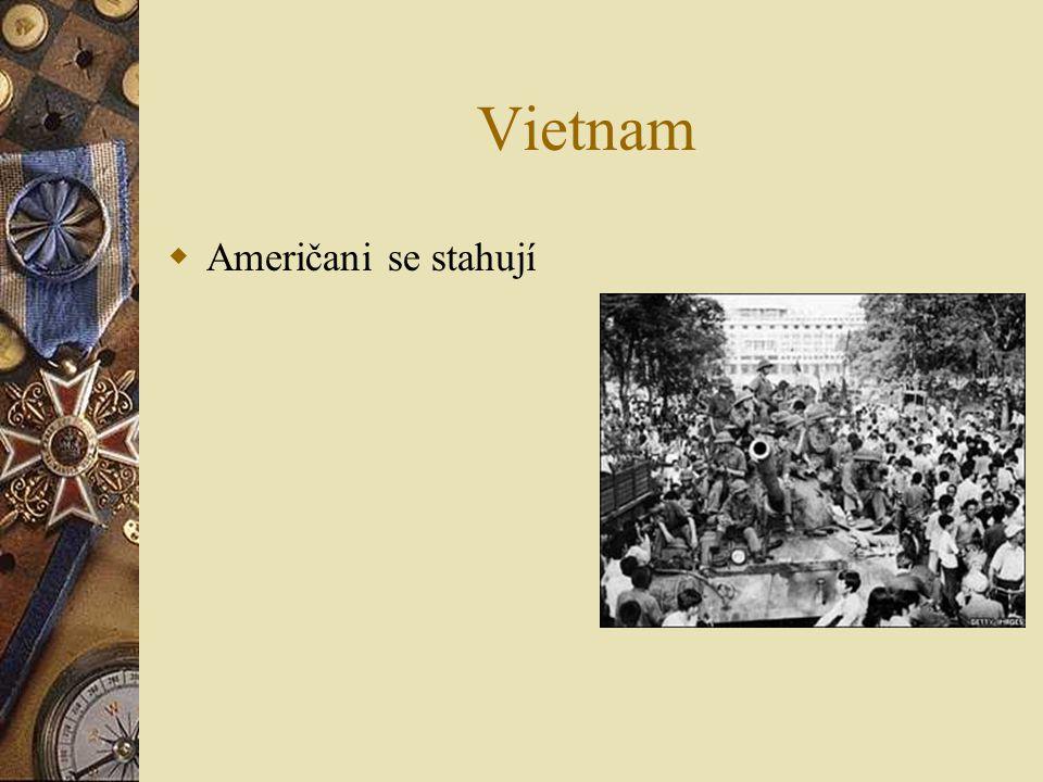 Vietnam  Vojáci v zákopech