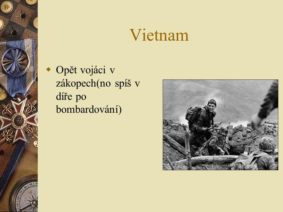 Vietnam OO pět vojáci v zákopech(no spíš v díře po bombardování)
