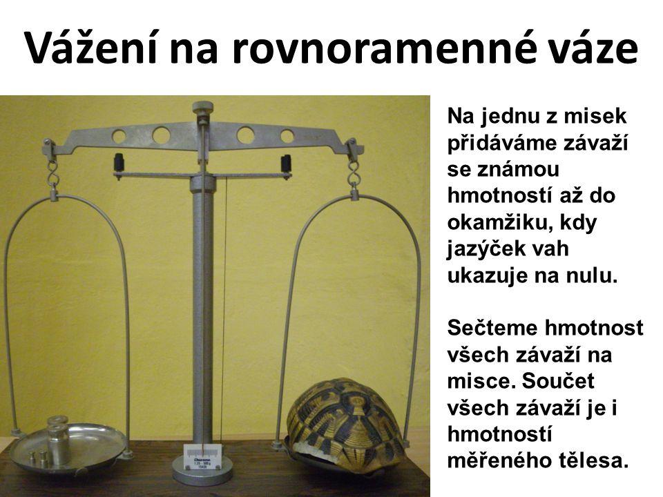 Vážení na rovnoramenné váze Jaká je hmotnost želvího krunýře.