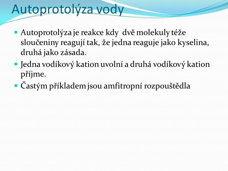 Autoprotolýza vody Autoprotolýza je reakce kdy dvě molekuly téže sloučeniny reagují tak, že jedna reaguje jako kyselina, druhá jako zásada. Jedna vodí