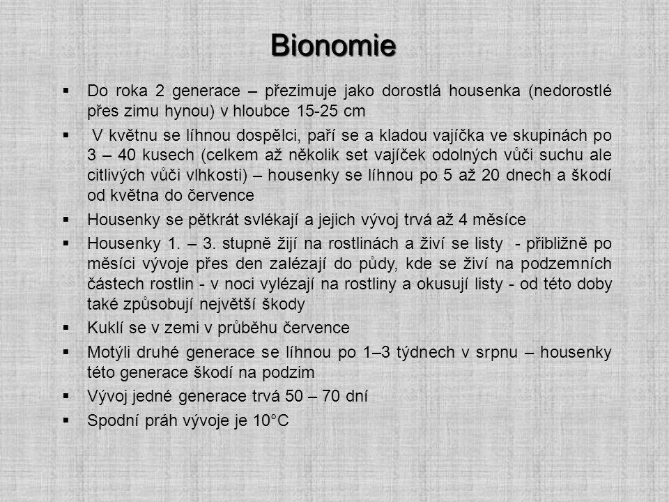 Bionomie  Do roka 2 generace – přezimuje jako dorostlá housenka (nedorostlé přes zimu hynou) v hloubce 15-25 cm  V květnu se líhnou dospělci, paří s