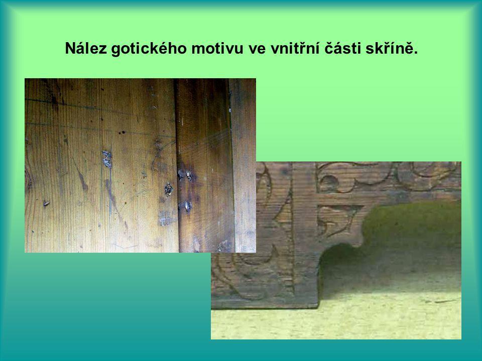 Nález gotického motivu ve vnitřní části skříně.