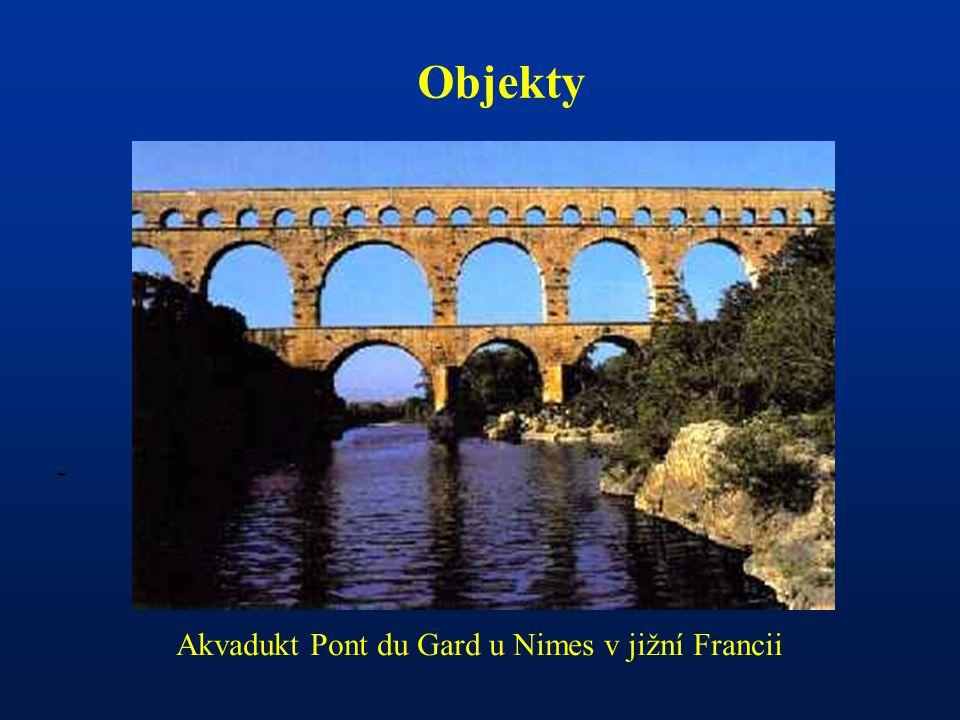 - Objekty Akvadukt Pont du Gard u Nimes v jižní Francii