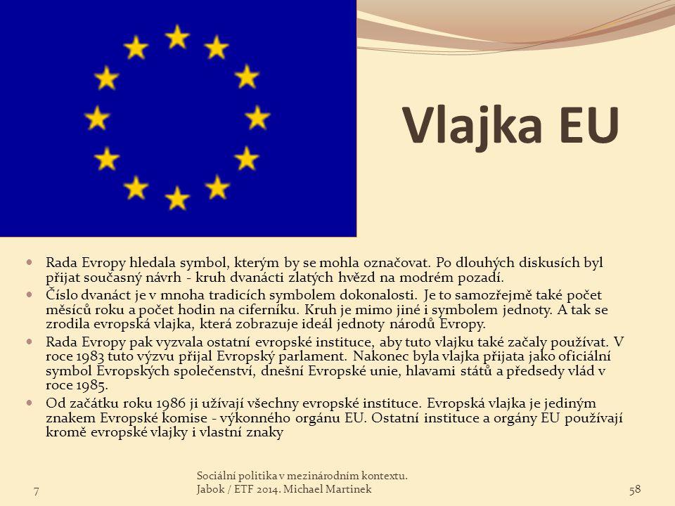 Vlajka EU Rada Evropy hledala symbol, kterým by se mohla označovat. Po dlouhých diskusích byl přijat současný návrh - kruh dvanácti zlatých hvězd na m