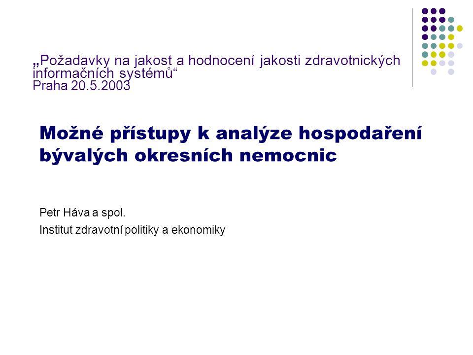 """Cíl sdělení Základní přístupy k analýze makroúroveň (agregované údaje, vztah k HDP) mikroúroveň (úroveň jednotlivých organizací) Analýza příčin """"problémů a stavu hospodaření bývalých okresních nemocnic Diskuse možností dalšího vývoje hospodaření Diskuse společenských důsledků dalšího organizačně právního uspořádání nemocniční péče"""