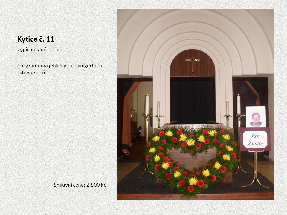 Kytice č. 11 vypichované srdce Chryzantéma jehlicovitá, minigerbera, listová zeleň Smluvní cena: 2.500 Kč
