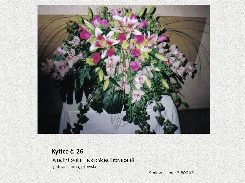 Kytice č. 26 Růže, královská lilie, orchidea, listová zeleň -jednostranná, převislá Smluvní cena: 2.800 Kč