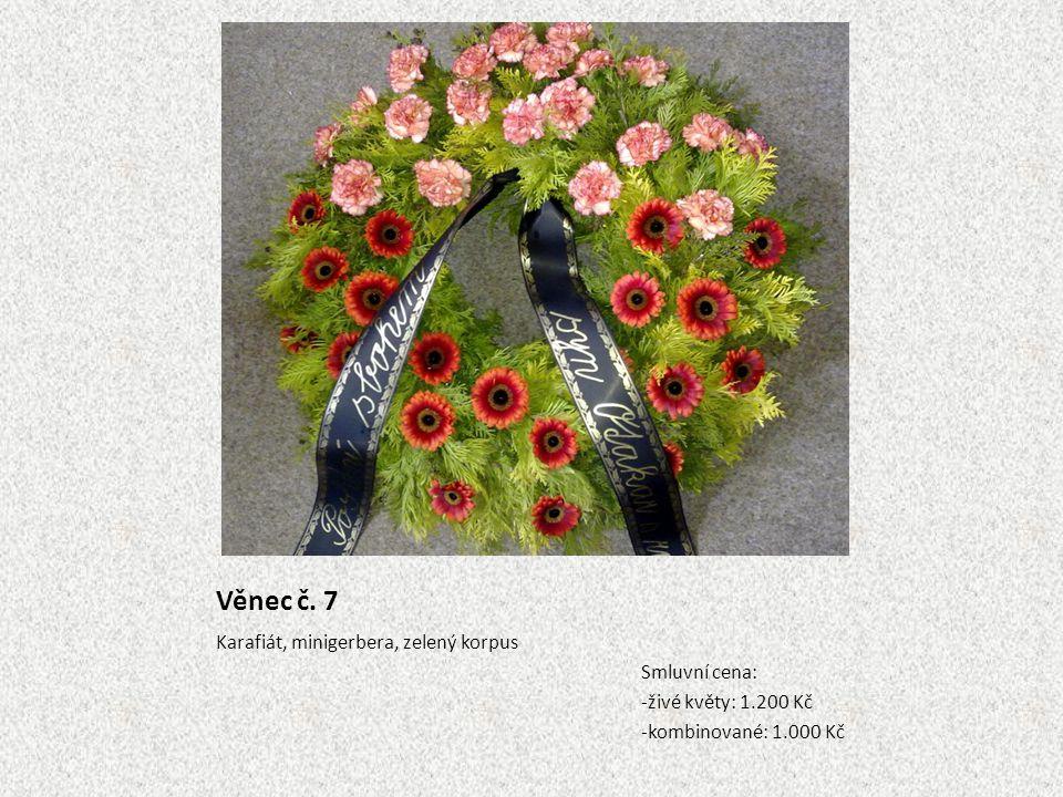 Věnec č. 7 Karafiát, minigerbera, zelený korpus Smluvní cena: -živé květy: 1.200 Kč -kombinované: 1.000 Kč