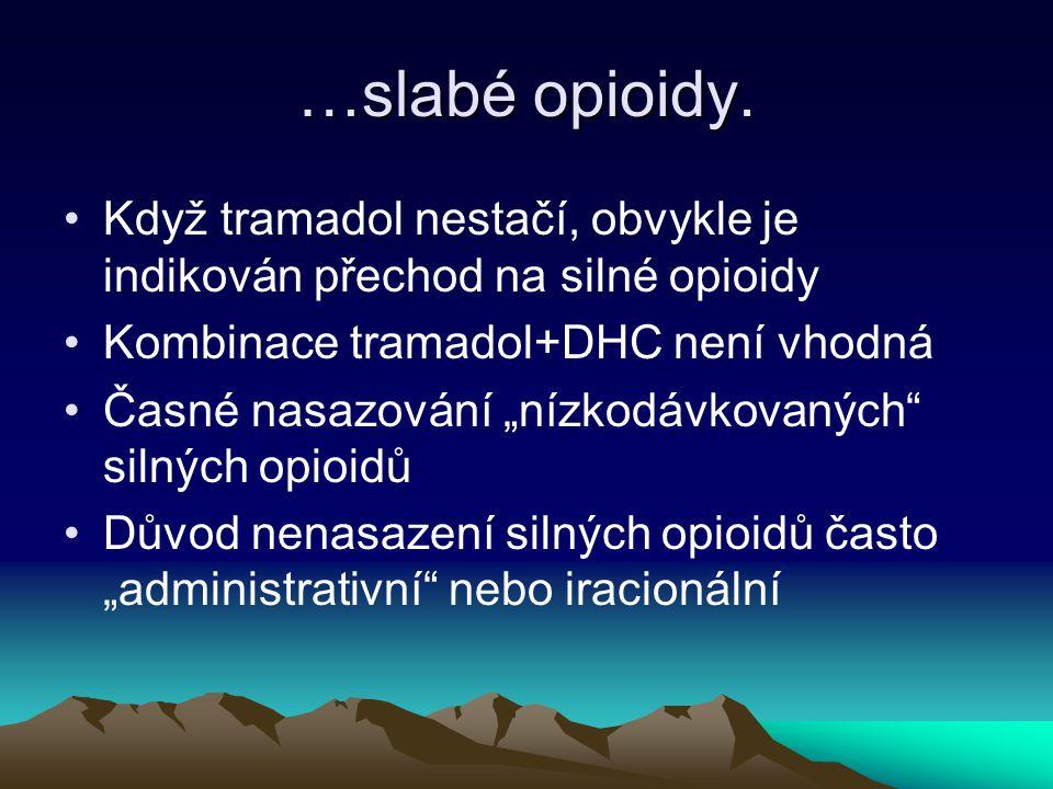 """…slabé opioidy. Když tramadol nestačí, obvykle je indikován přechod na silné opioidy Kombinace tramadol+DHC není vhodná Časné nasazování """"nízkodávkova"""