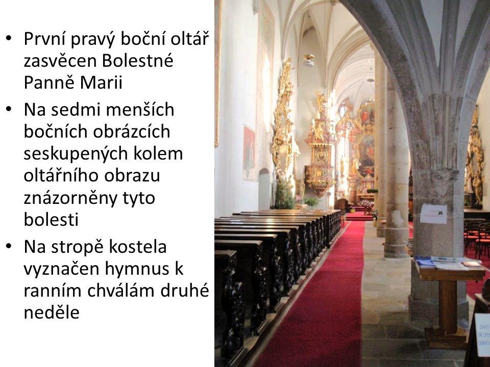 První pravý boční oltář zasvěcen Bolestné Panně Marii Na sedmi menších bočních obrázcích seskupených kolem oltářního obrazu znázorněny tyto bolesti Na stropě kostela vyznačen hymnus k ranním chválám druhé neděle