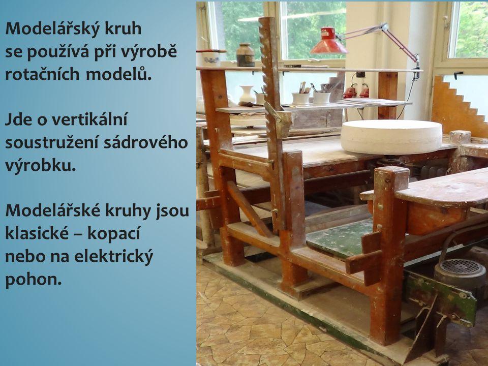Modelářský kruh se používá při výrobě rotačních modelů. Jde o vertikální soustružení sádrového výrobku. Modelářské kruhy jsou klasické – kopací nebo n
