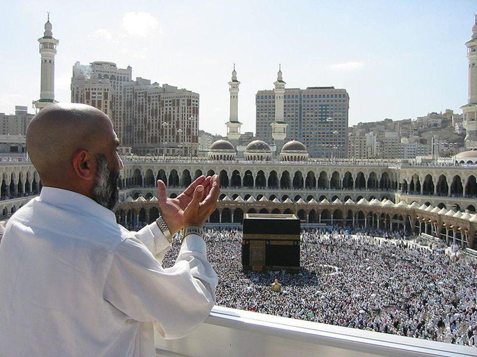Mekka Bohaté obchodní centrum a oáza, kult. Krychlová svatyně Kaaba (8 x 8 x 10 m) nad posvátným černým kamenem: zkamenělý anděl strážce Adama či mete