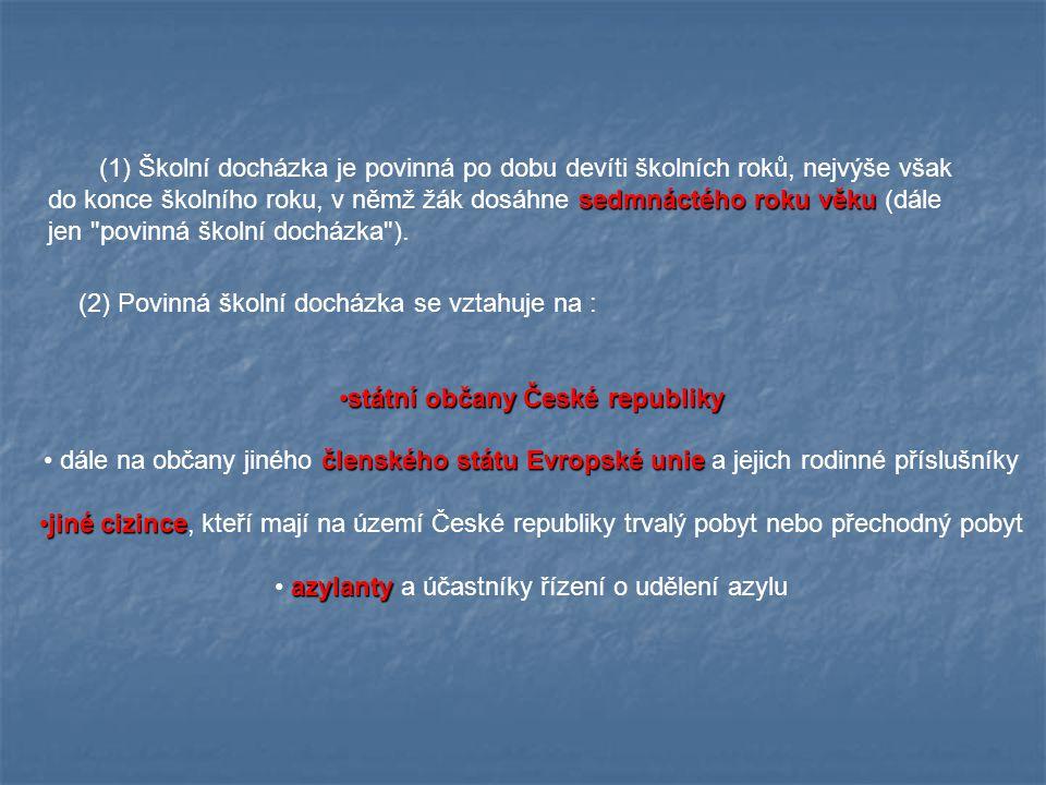 Vzdělávání cizinců Vzdělávání cizinců (5) Pro žáky, kteří jsou dětmi osoby se státní příslušností jiného členského státu Evropské unie, a kteří na území České republiky, kde taková osoba vykonává nebo vykonávala pracovní činnost v pracovněprávním vztahu nebo samostatně výdělečnou činnost, nebo na území České republiky studuje, anebo získala právo pobytu na území České republiky z jiného důvodu13) dlouhodobě pobývají a (5) Pro žáky, kteří jsou dětmi osoby se státní příslušností jiného členského státu Evropské unie, a kteří na území České republiky, kde taková osoba vykonává nebo vykonávala pracovní činnost v pracovněprávním vztahu nebo samostatně výdělečnou činnost, nebo na území České republiky studuje, anebo získala právo pobytu na území České republiky z jiného důvodu13) dlouhodobě pobývají a kteří plní povinnou školní docházku podle tohoto zákona, zajistí kteří plní povinnou školní docházku podle tohoto zákona, zajistí krajský úřad krajský úřad příslušný podle místa pobytu žáka ve spolupráci se zřizovatelem školy příslušný podle místa pobytu žáka ve spolupráci se zřizovatelem školy