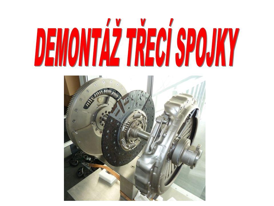 DEMONTÁŽ PŘEVODOVKY Provedeme nejlépe po demontáži motoru z vozidla Motor umístit do montážního stojanu Povolit šroubové spoje a oddělit převodovku od motoru