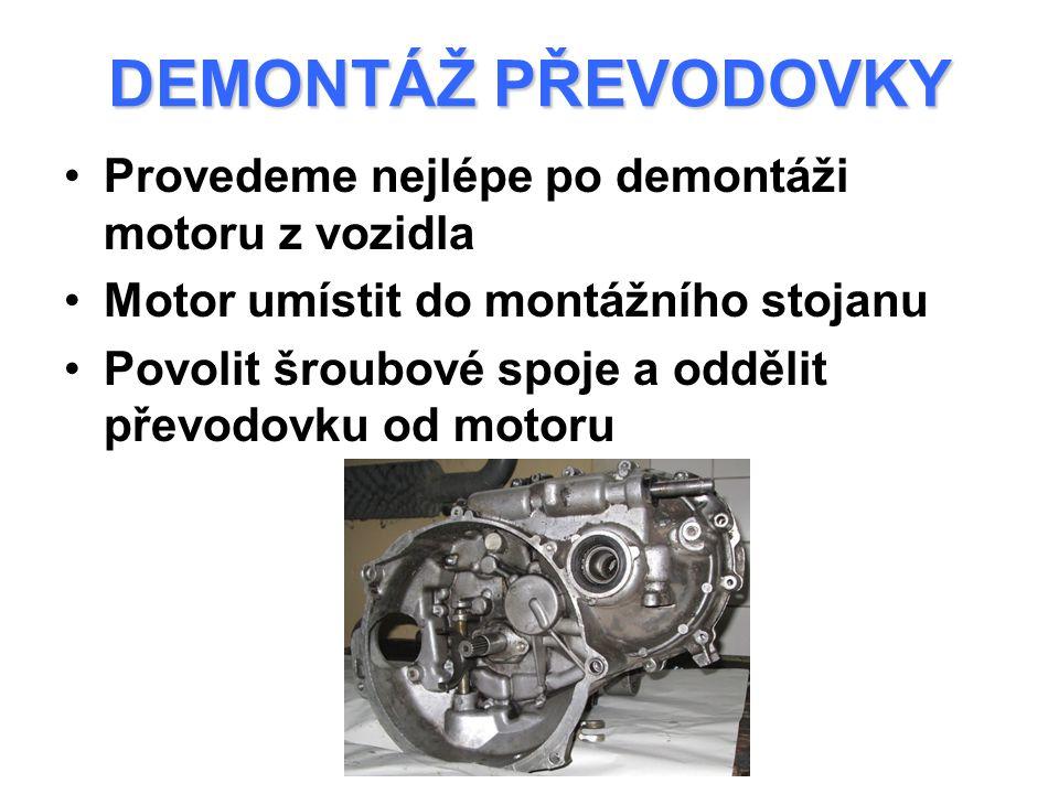 DEMONTÁŽ PŘEVODOVKY Provedeme nejlépe po demontáži motoru z vozidla Motor umístit do montážního stojanu Povolit šroubové spoje a oddělit převodovku od