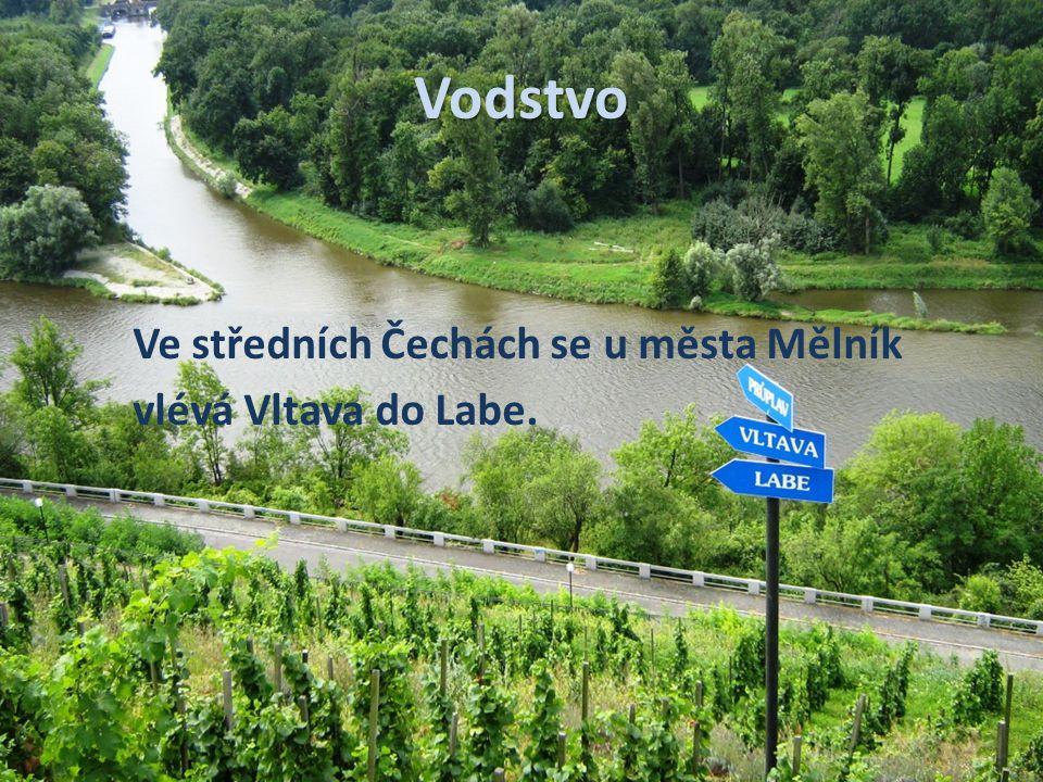 Vodstvo Ve středních Čechách se u města Mělník vlévá Vltava do Labe.