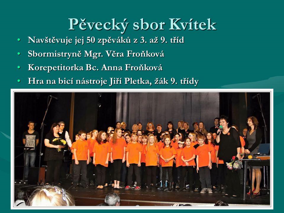 Pěvecký sbor Kvítek Navštěvuje jej 50 zpěváků z 3.