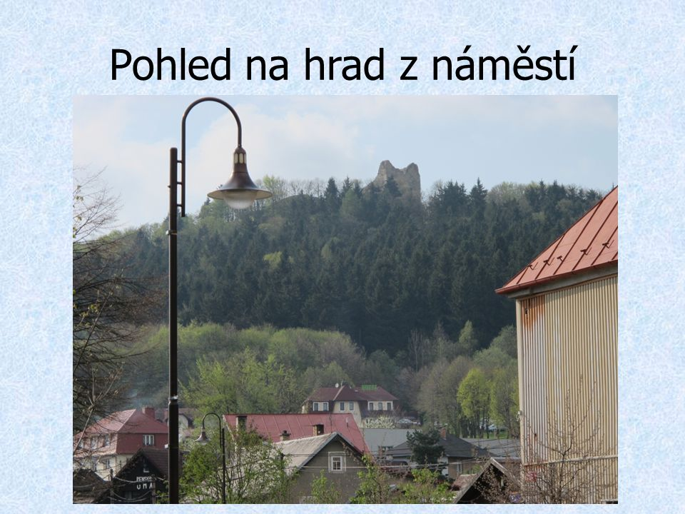 Pohled na hrad z náměstí