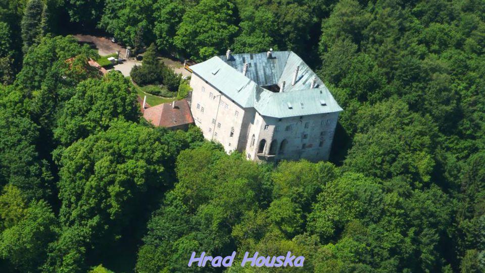 Hrad Bezděz a věž s cimbuřím