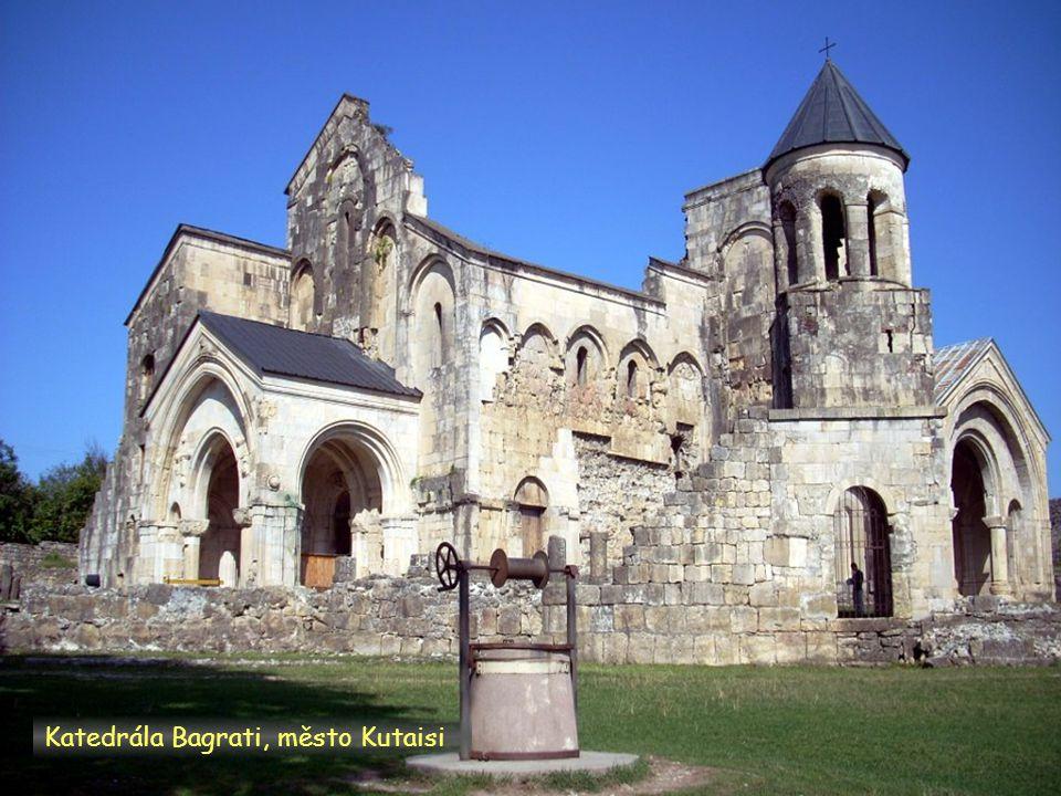 Daktylek Katedrála Bagrati památka UNESCO, město Kutaisi