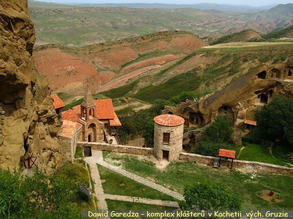 Daktylek Klášter a město Alaverdi, věž 55 m.