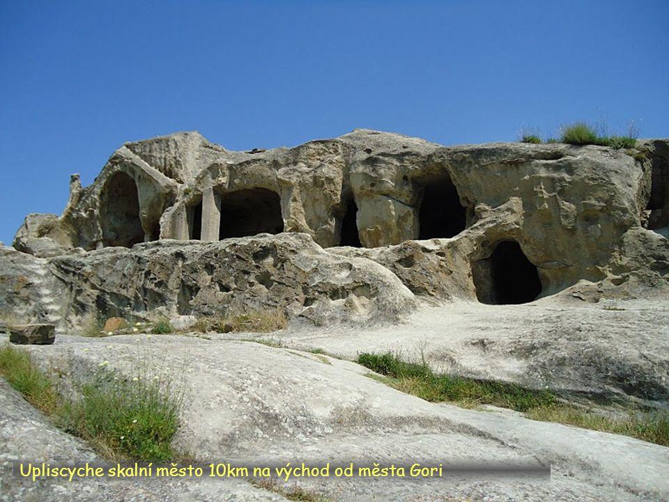 Daktylek Upliscyche skalní město 10km na východ od města Gori