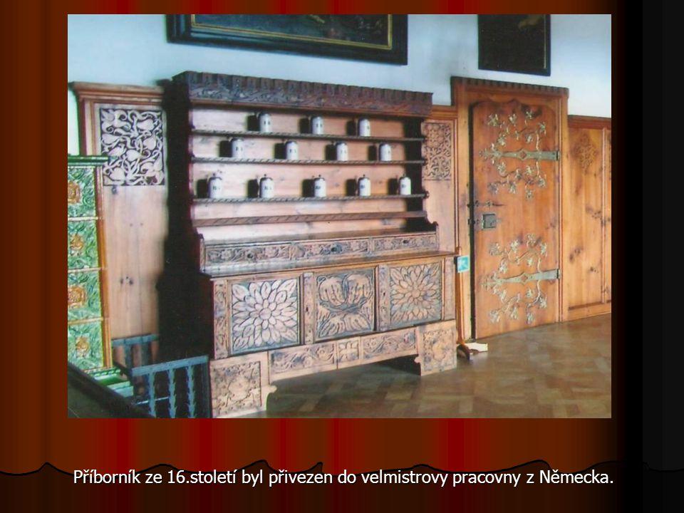 Příborník ze 16.století byl přivezen do velmistrovy pracovny z Německa.