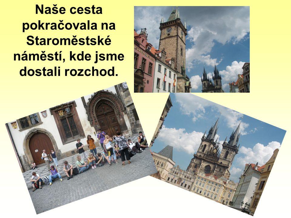 Naše cesta pokračovala na Staroměstské náměstí, kde jsme dostali rozchod.