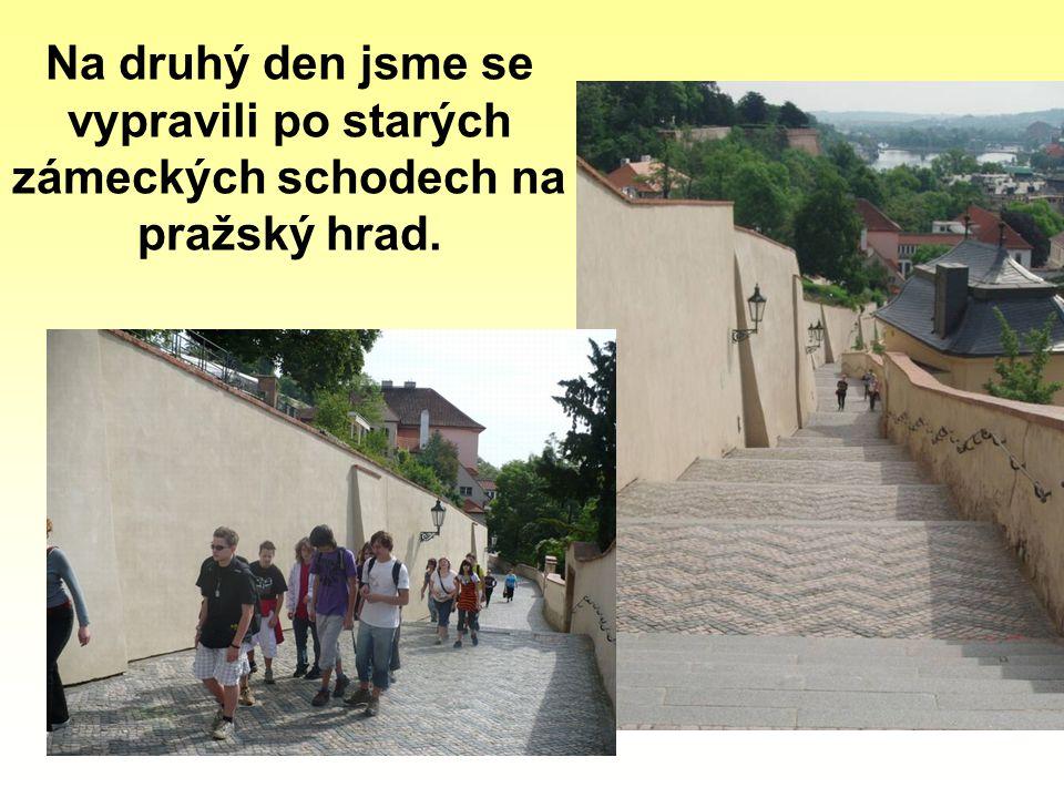 Na druhý den jsme se vypravili po starých zámeckých schodech na pražský hrad.