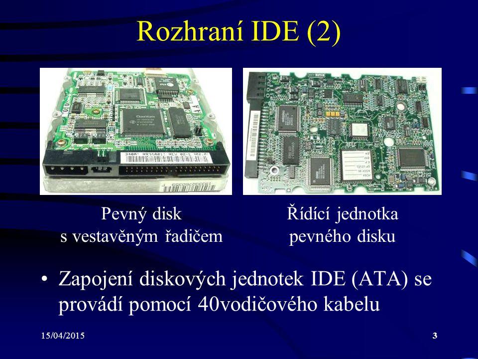 15/04/20154 Rozhraní IDE (3) Existují i verze (používané nejčastěji u pev- ných disků pro přenosné počítače), které používají kabel s 44 vodiči V rámci tohoto 44vodičového kabelu je ve- deno i napájení pevného disku Novější verze pracující s protokoly Ultra- DMA 4 až Ultra-DMA 6 vyžadují použití 80vodičového kabelu 80vodičový kabel minimalizuje vlivy okol- ního rušení a přeslechy mezi vodiči