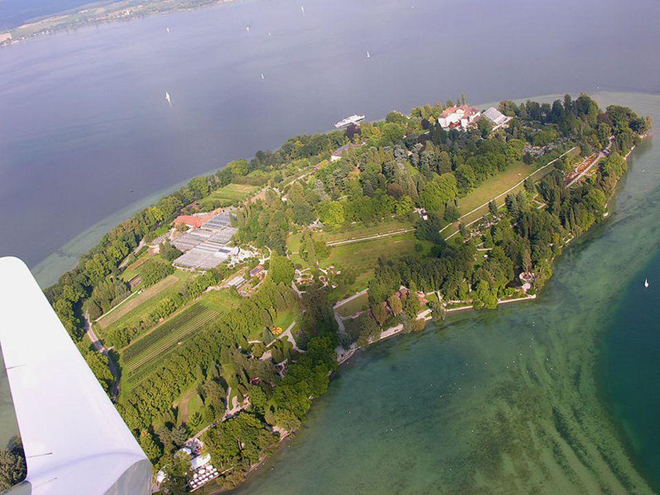 Mainau je ostrov v SV části jezera Bodensee. S pevninou je spojen mostem na jižním břehu jezera. Má i vlastní přístaviště. Patří k městské čtvrti Litz