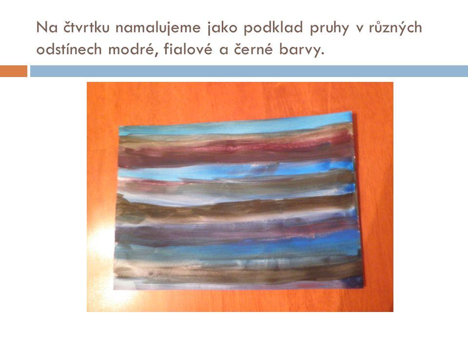 Na čtvrtku namalujeme jako podklad pruhy v různých odstínech modré, fialové a černé barvy.