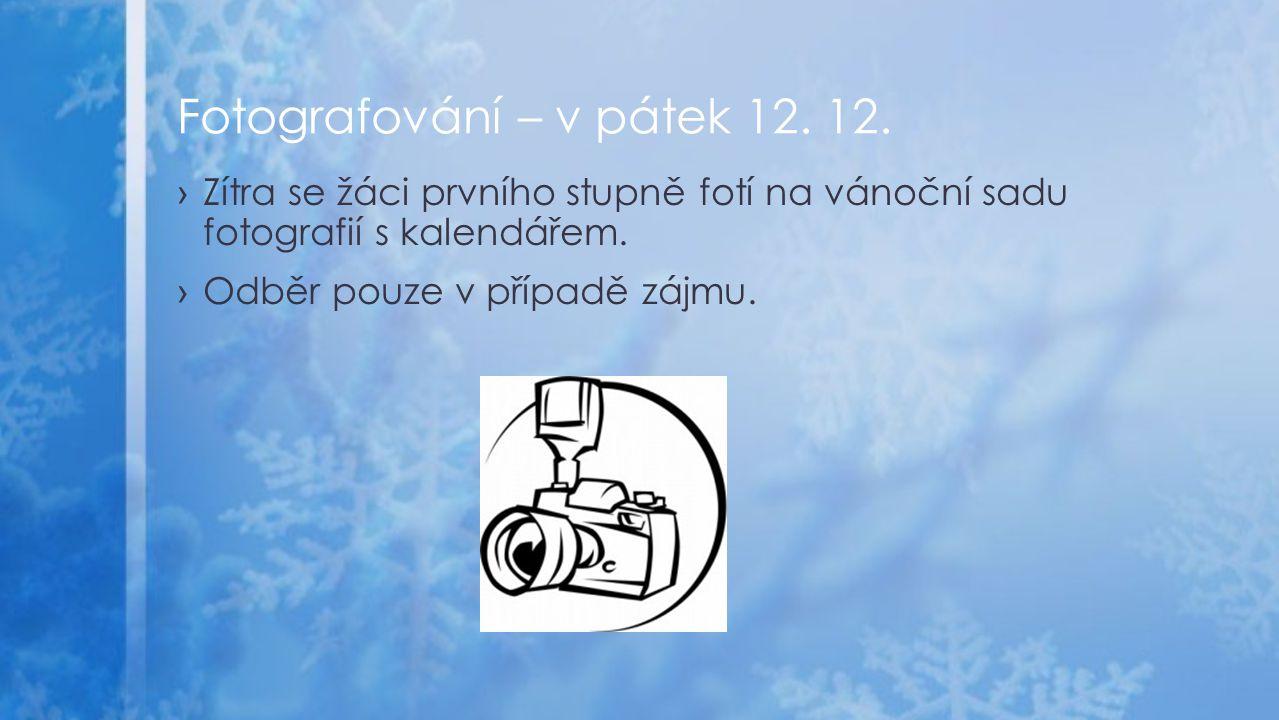 ›Zítra se žáci prvního stupně fotí na vánoční sadu fotografií s kalendářem.