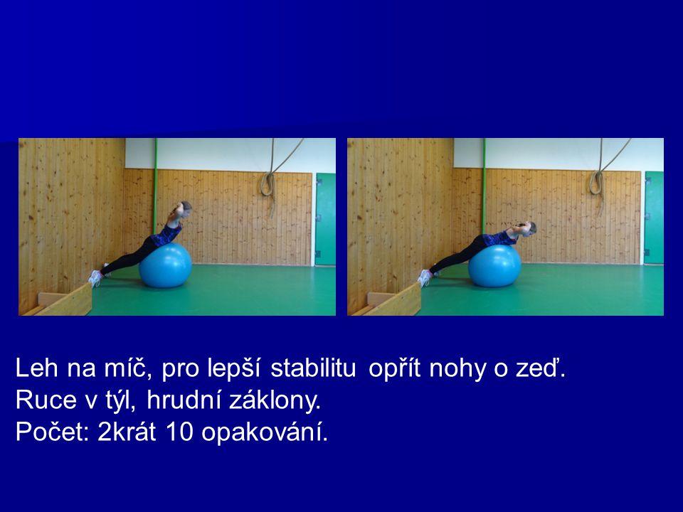 Leh na míč, pro lepší stabilitu opřít nohy o zeď. Ruce v týl, hrudní záklony. Počet: 2krát 10 opakování.