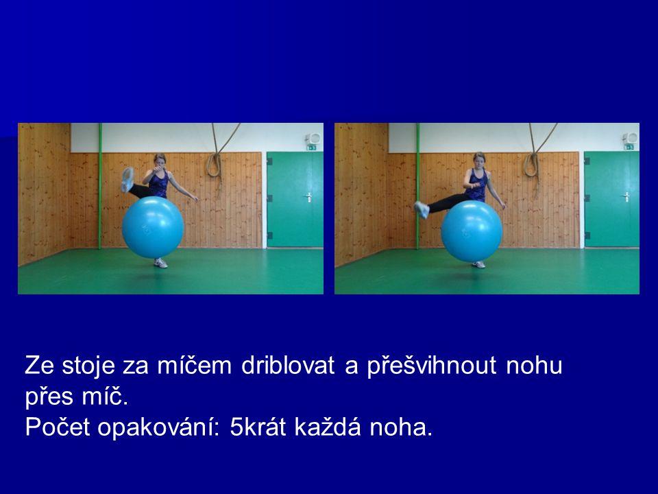 Z lehu na zádech, míč nad hlavou hodit míč a chytit mezi kotníky a obráceně.