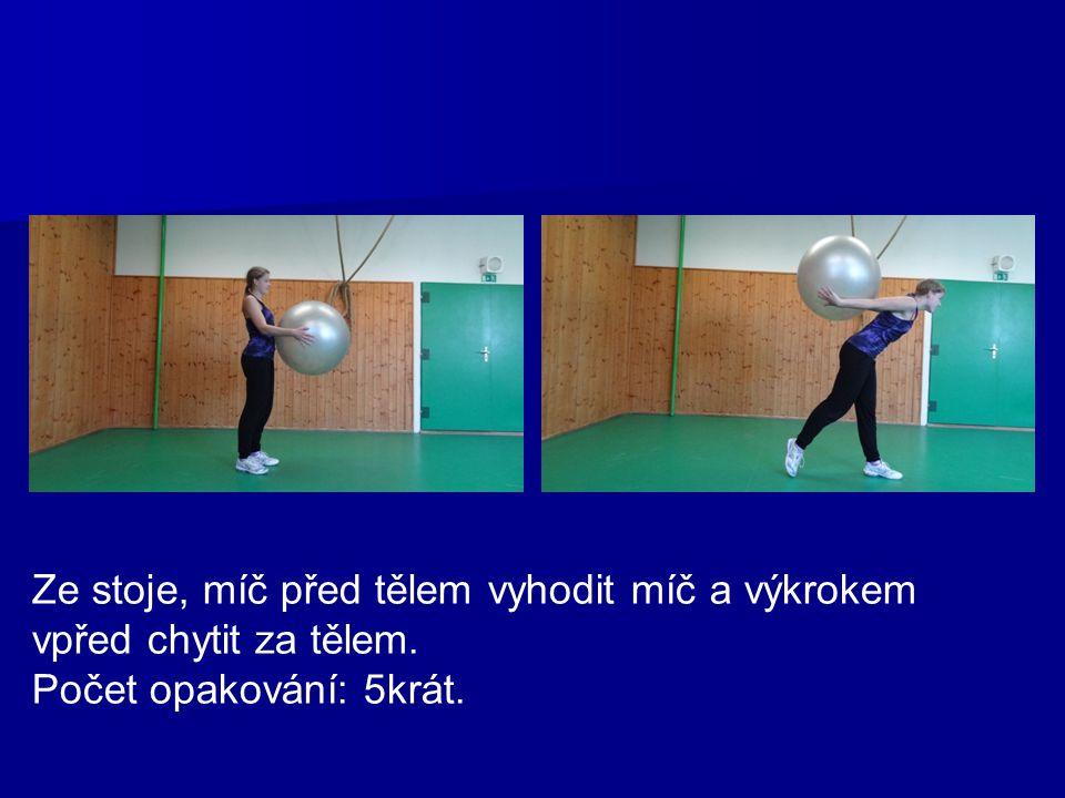 Vzpor ležmo na míči, odrazy dolními končetinami nad míč, pevný trup. Počet opakování: 10krát.