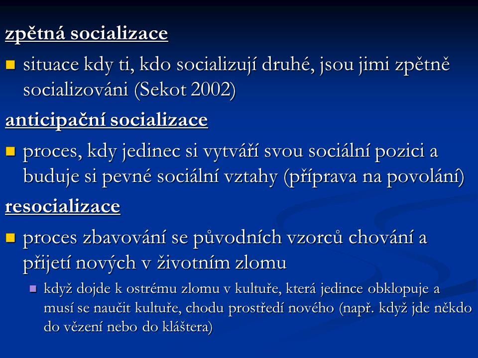 zpětná socializace situace kdy ti, kdo socializují druhé, jsou jimi zpětně socializováni (Sekot 2002) situace kdy ti, kdo socializují druhé, jsou jimi
