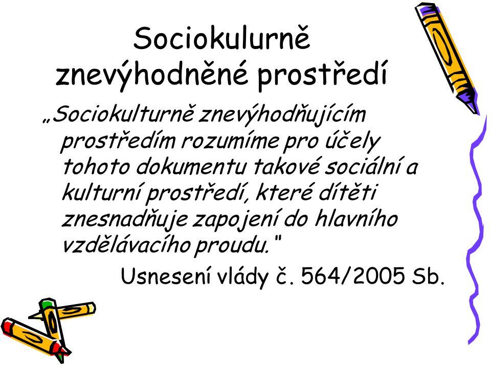 """Sociokulurně znevýhodněné prostředí """"Sociokulturně znevýhodňujícím prostředím rozumíme pro účely tohoto dokumentu takové sociální a kulturní prostředí, které dítěti znesnadňuje zapojení do hlavního vzdělávacího proudu. Usnesení vlády č."""