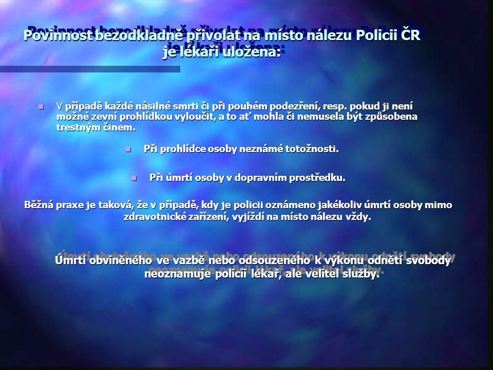 Povinnost bezodkladně přivolat na místo nálezu Policii ČR je lékaři uložena: V případě každé násilné smrti či při pouhém podezření, resp. pokud ji nen