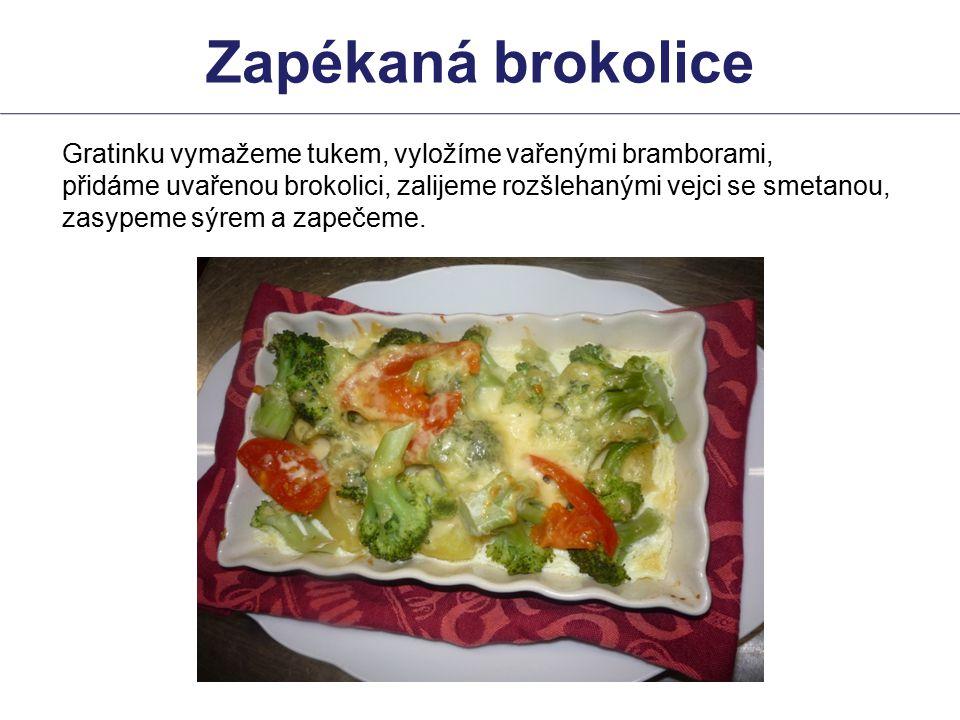Gratinku vymažeme tukem, vyložíme vařenými bramborami, přidáme uvařenou brokolici, zalijeme rozšlehanými vejci se smetanou, zasypeme sýrem a zapečeme.