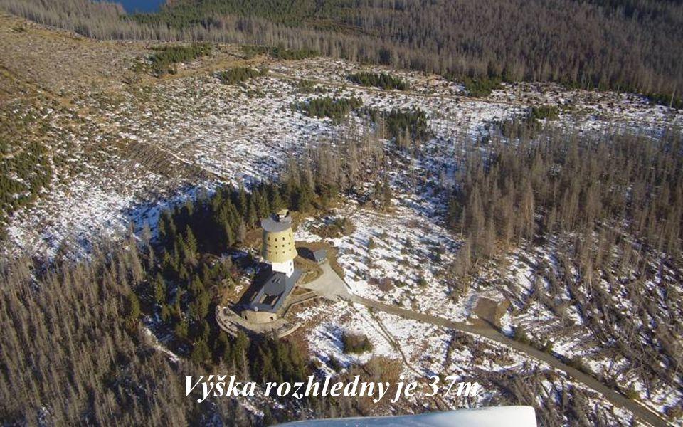 Rozhledna stojí na vrchu Poledník (1315m n.m.) Původně radarová stanice.