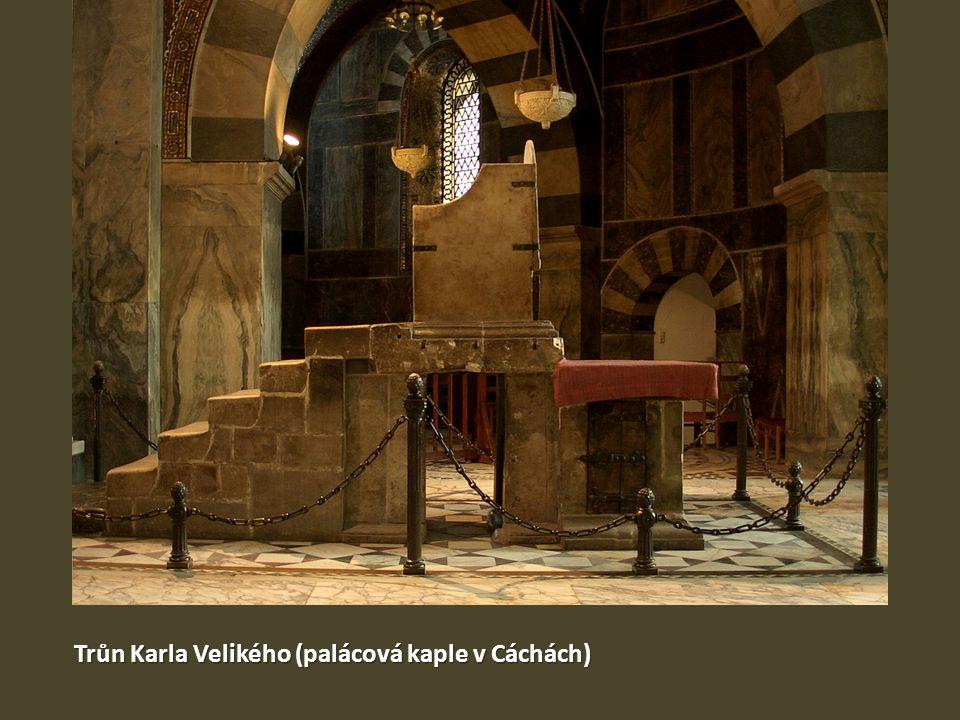 Trůn Karla Velikého (palácová kaple v Cáchách)